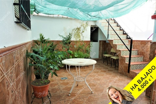 Casa en perfecto estado con buen patio.
