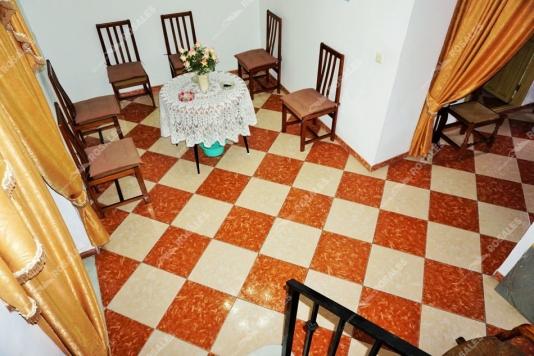 Muy buena casa en venta en Luque, con 2 patios.